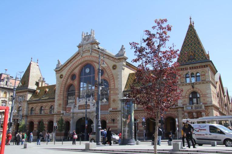 grand marché budapest facade