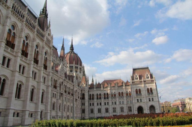 architecture parlement hongrois