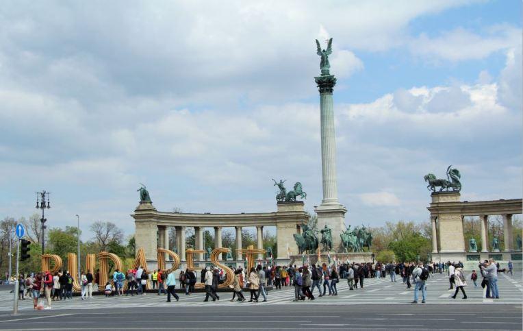 place des héros budapest